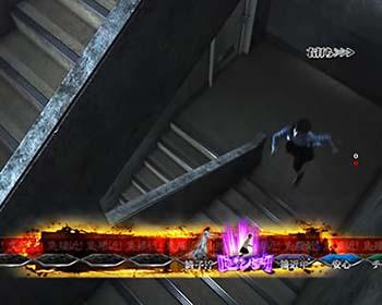 階段に逃げ込む